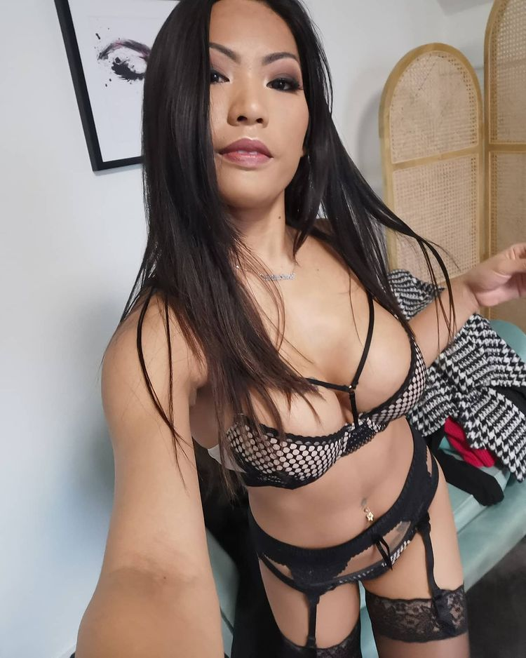 Polly Pons in sexy lingerie