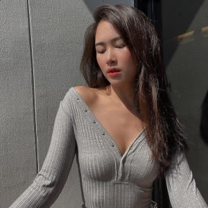 Profil Picture Grey shirt thai girl book olives