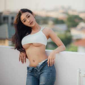 Profil Picture Namthip Chacov Sexy Crop top underboobs
