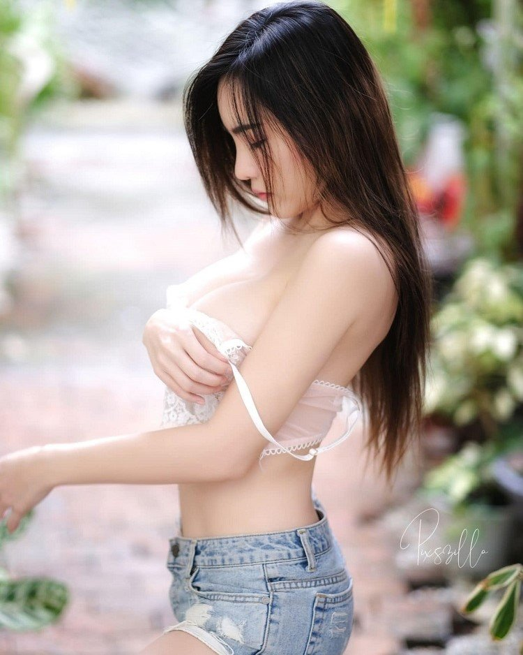Ploypailin Scribe jeans short and white bra